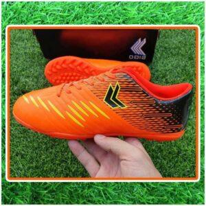 giày đá bóng trẻ em màu cam đen